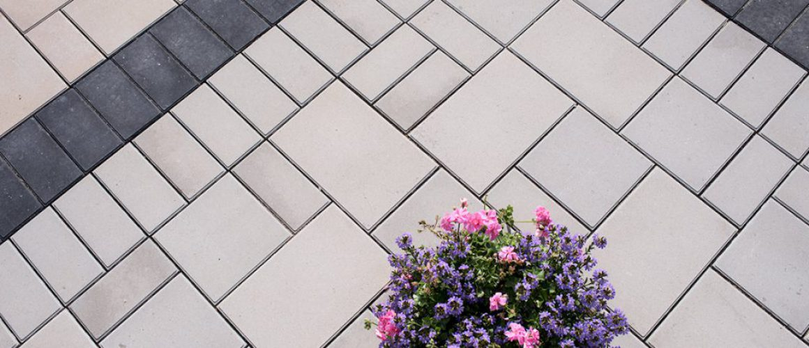 Highthorn driveway paver with black accent paver